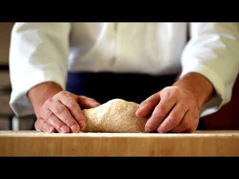 Kefir con un cetriolo e verdura per perdita di peso