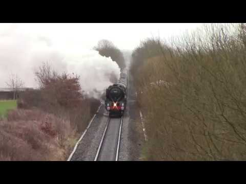 70013 'Oliver Cromwell' on 'The Cotswold Venturer' around Wo…