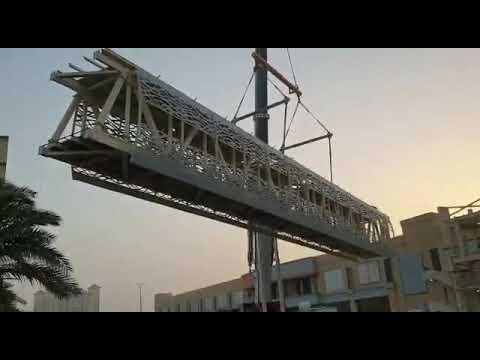يدخل الخدمة خلال أسبوعين .. رفع جسر المشاة الرابط بين حي الخزامي وحي الجسر بالعزيزية في الخبر