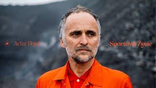 Kadr z teledysku Sportowe życie tekst piosenki Artur Rojek