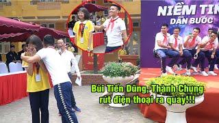 Quang Hải ngại ngùng ôm nữ sinh, Đình Trọng thắt khăn quàng đáng yêu vô cực   Ted Trần TV