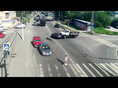 Две аварии подряд на одном перекрёстке в городе Серпухов