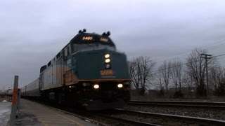 preview picture of video 'PIGGYBACK! VIA 6409 at Napanee (19JAN2013)'