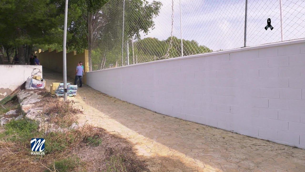 Se levanta uno de los muros del campo de fúbol