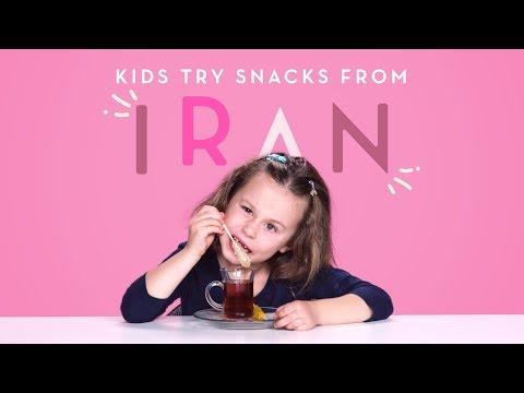 Kinderen proeven Iraans snoep
