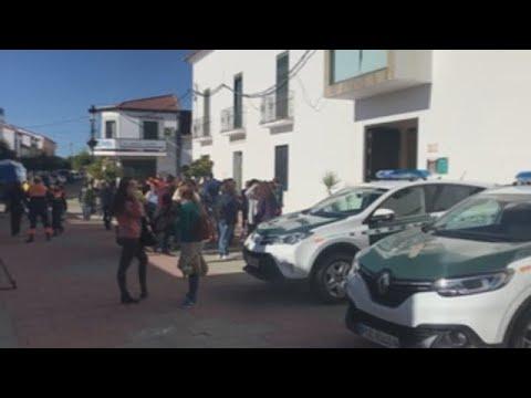 Agentes y voluntarios buscan a la joven desaparecida en Huelva