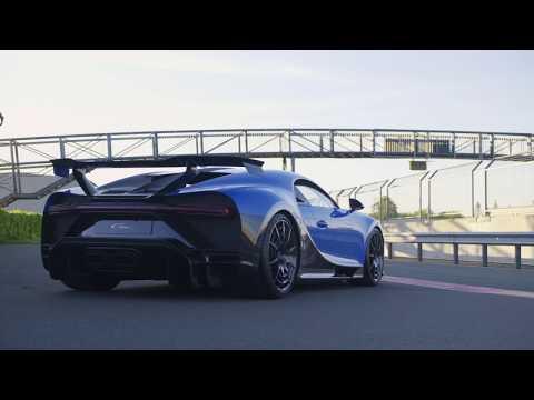 """Bugatti lần đầu khoe bản thử nghiệm của siêu xe Chiron 3 triệu Euro trên đường đua, trông còn """"ngầu"""" hơn bản thương mại!"""