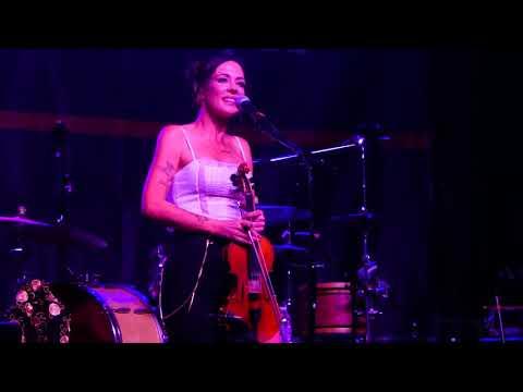Amanda Shires (The Highwomen) - Highwomen - Live in Louisville KY 2019-09-25