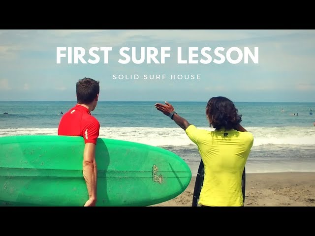 FIRST SURF LESSON | Solid Surf in Bali (2018)
