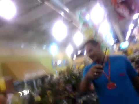 Agress�o no supermercado BOA em Jundia�