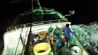 Di Terjang Badai Proses Houling Di Kapal Long Line Jepang