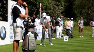 preview picture of video 'Charl Schwartzel tees off the 7th at Wentworth'