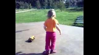Аутичный ребенок, кружимся на месте, Аутизм, Диана 2 года, 2008г