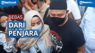 Vicky Prasetyo Resmi Bebas dari Penjara & Langsung Sujud Syukur setelah Keluar dari Rutan Salemba