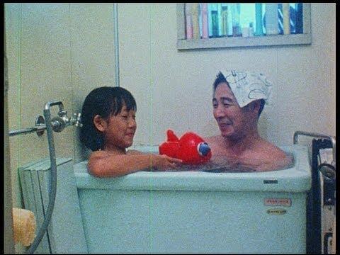 日本のお風呂は狭くて、お父さんと入ったら身体がぶつかるし・・。