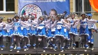28 мая 2009. Дети Украины танцуют русский, зажигательный танец. г. Херсон.