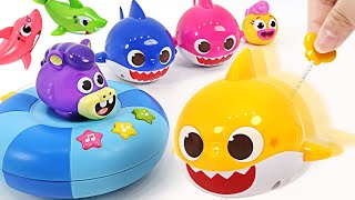 Baby Shark, Pinkfong and Shark Family! Let's have fun splashing water!   PinkyPopTOY