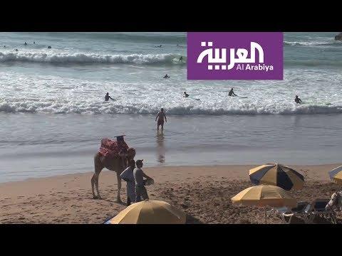 العرب اليوم - شاهد: تغازوت المغربية قبلة هواة الرياضات البحرية مع اشتداد البرد في أوروبا