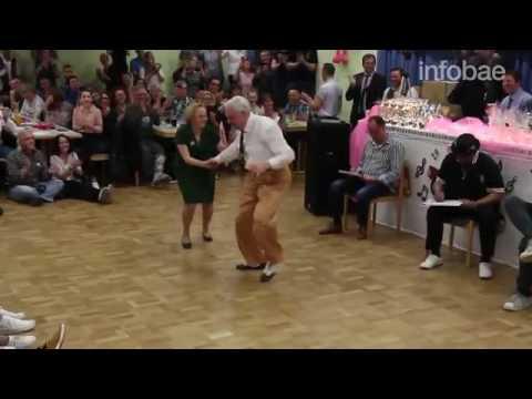 Una Pareja De Abuelos En Concurso De Baile