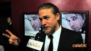 "Чарли Ханнэм, Charlie Hunnam Talks SOA, ""Crazy Uncle"" Ron Perlman at 'Deadfall' Premiere"