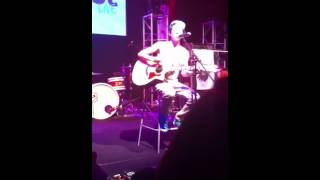 austin mahone singing so sick at play list live