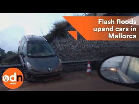 الفيضانات تجرف عشرات المركبات في مايوركا الإسبانية