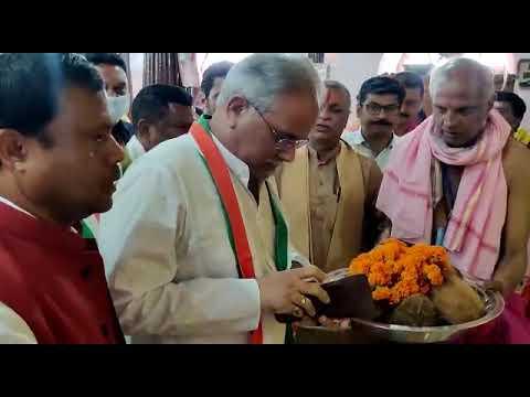 मुख्यमंत्री श्री बघेल ने मां दंतेश्वरी मंदिर में पूजा-अर्चना कर प्रदेश की सुख-समृद्धि की कामना की : 17-10-2021