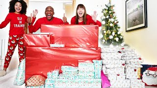 TIANA AND FAMILY CHRISTMAS MORNING OPENING PRESENTS!! 2020