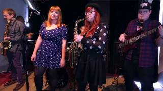 Video Happy Sessions // HLAVOU DOLŮ - SCHOULENEC //