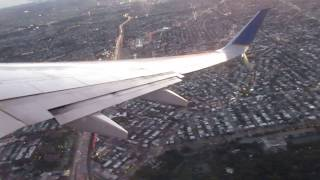 United Airlines Boeing 737-700 winglets takeoff from LaGuardia Airport to Houston