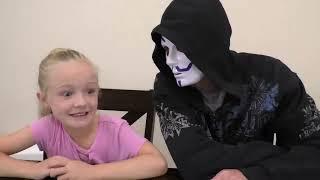 3 Marker Halloween Mask Challenge! Fun DIY Game Master Mask!!