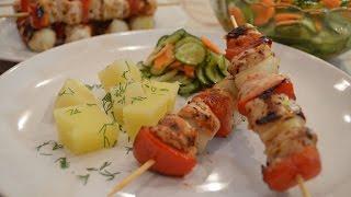 Смотреть онлайн Куриный шашлычок с овощами на сковороде гриль