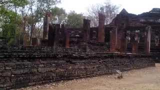 preview picture of video 'Wat Kamphaeng Phet Historical Park Thailand Video Review.3'