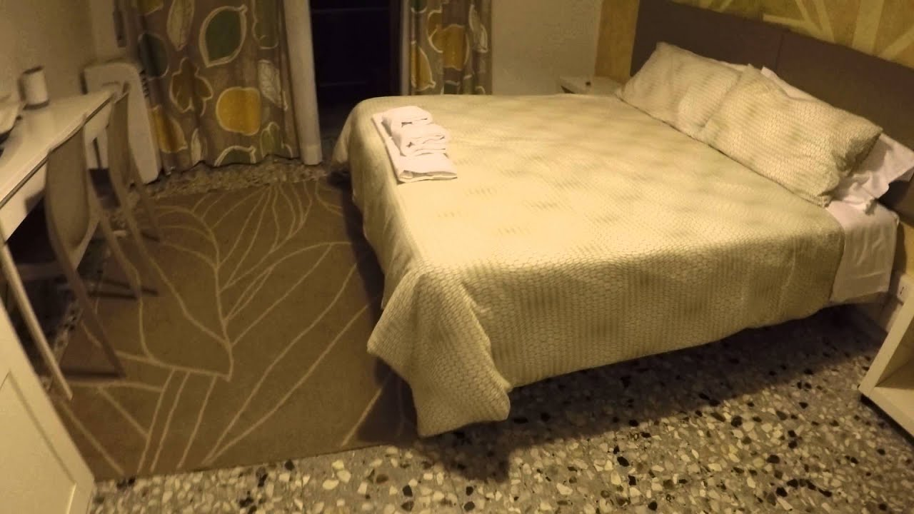 Rooms with television and private bathroom for rent close to Roma Tuscolana