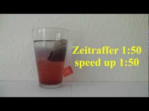 Früchte-Tee in Wasser - herbal infusion in water
