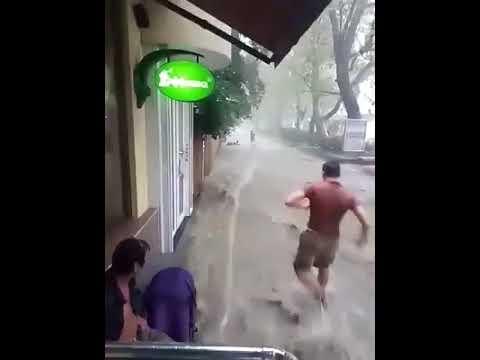 Девушку унесло потоком воды после сильнейшего ливня в Ялте