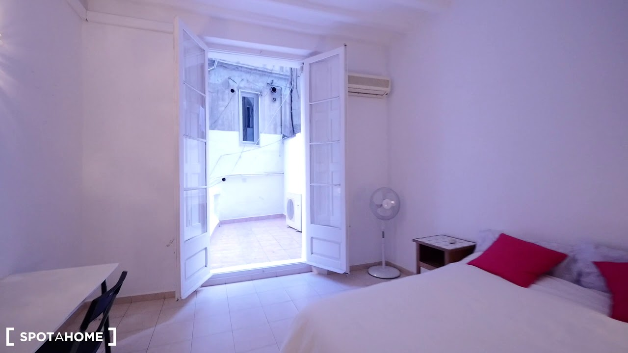 Double bed in Rooms for rent in 5-bedroom apartment close to La Rambla