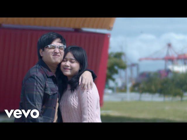 Arsy Widianto, Brisia Jodie - Sejauh Dua Benua (Official Music Video)