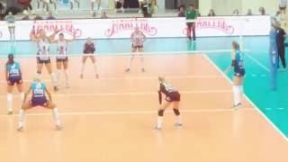 Смотреть онлайн Два юных танцора пришли на волейбол