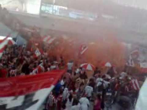 """""""Estudiantes a ezeiza - parte 2"""" Barra: Los Leales • Club: Estudiantes de La Plata"""