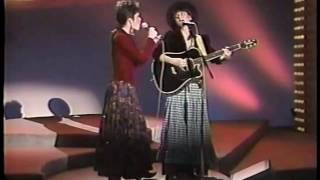 Sweethearts of The Rodeo   Blue to The Bone Live on Nashville Now 1988