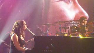 ALICIA KEYS - Distance and Time - Live ! - 12/01/09 - NYC