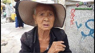 Bà lão 80 tuổi bán 5 trái xoài 3 con khô làm điều khiến ai cũng bất ngờ