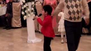 preview picture of video 'Мальчик поет в ресторане Альмонд Кызылорда'