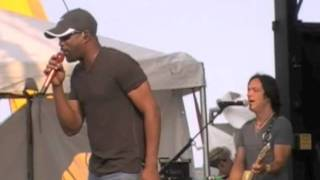 "Darius Rucker Live In Virginia Beach, Virginia ""LOVING ME IS THE CRAZIES THING SHE EVER DONE"""