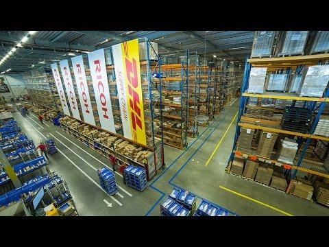 Prietaisas palengvinantis darbą logistikos centruose. Gerai žinomas operatorius padovanojo tokį visiems savo darbuotojams