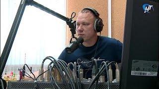 В Великом Новгороде на частоте 102,7 FM начала вещание радиостанция «Комсомольская правда»