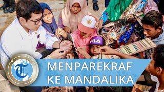 Potret Menparekraf Wishnutama Dikerumuni Anak-anak Penjual Gelang di Mandalika Lombok