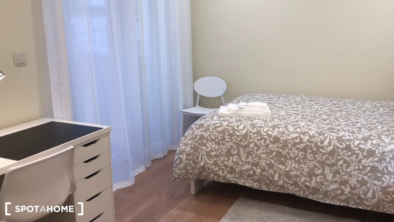 Double bed in Rooms for rent in spacious 5-bedroom apartment in Oeiras