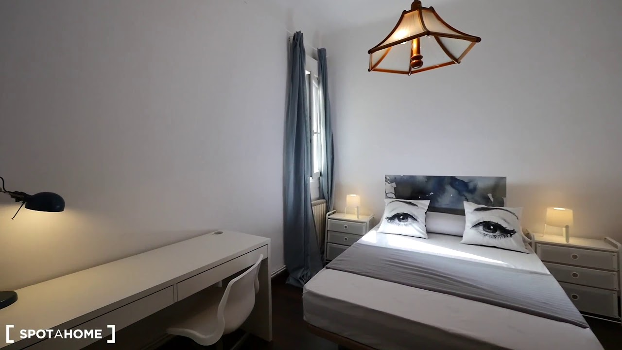 Single Bed in Stylish rooms for rent in lovely flatshare in Gràcia
